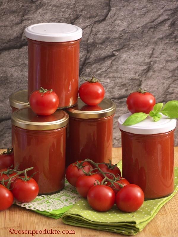 selbstgemachte Tomatensosse in Gläser