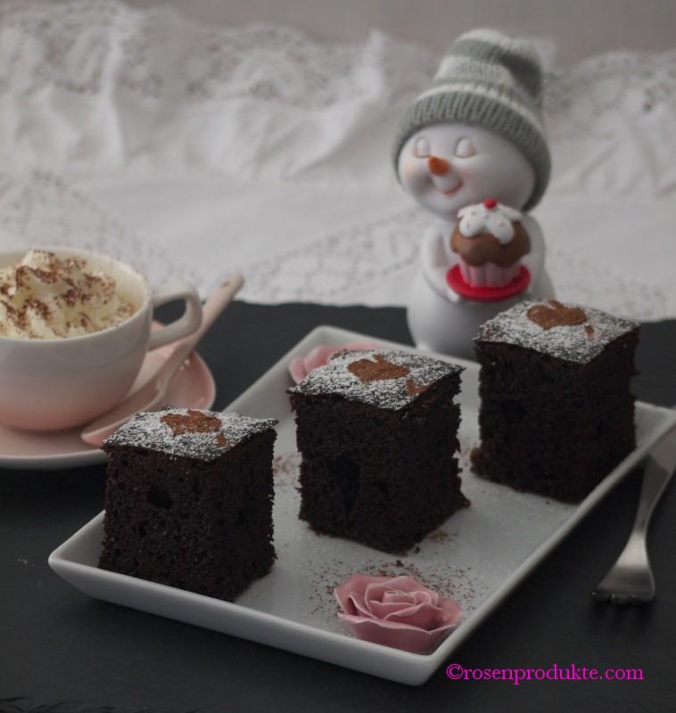 Schoko Kirsch Kuchen mit einer tasse Kaffee