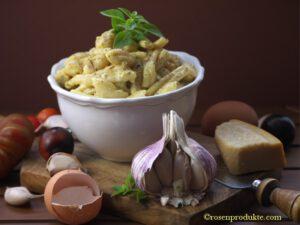 Schüssel mit Käsenudeln ala Carbonara