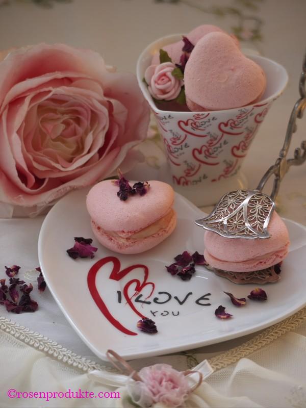 rosa Macarons in Herzform