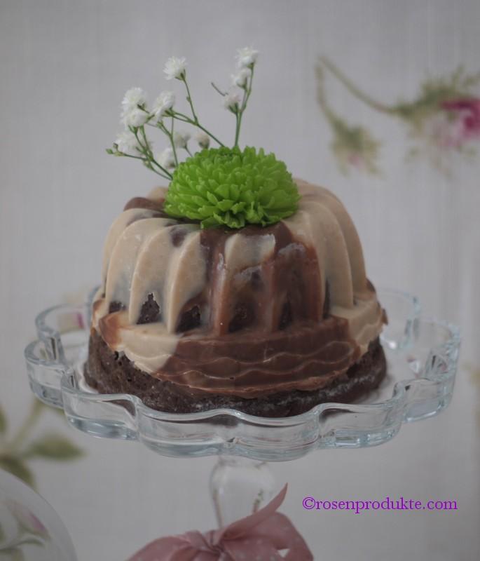 1 Törtchen mit Schokolade überzugen