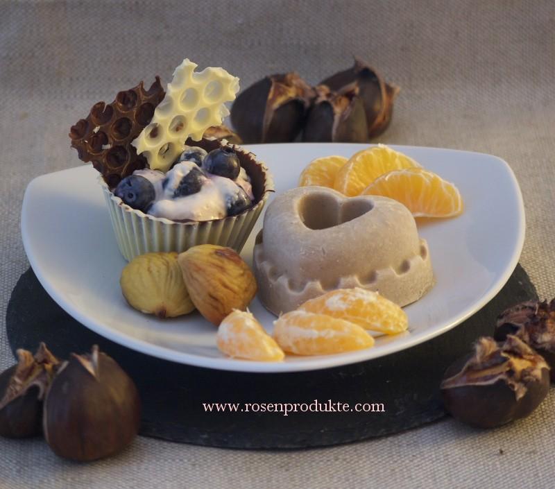 Maronen-Eis mit Rosen-Sirup