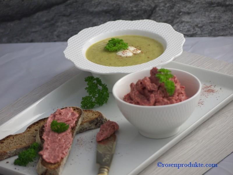 Suppe aus Lauch mit Rosen Senf Butter Brot Rosen delikat essen