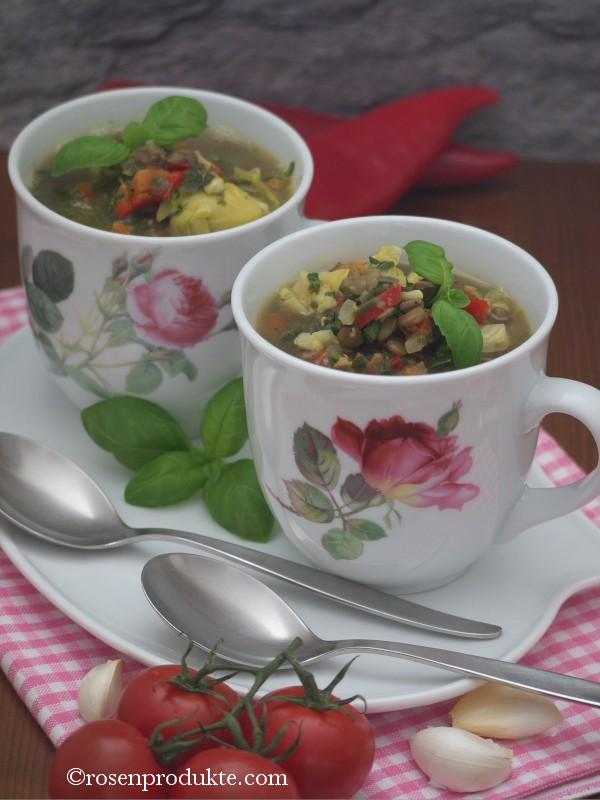 2 Rosentassen mit Linsen Eiweiss Suppe
