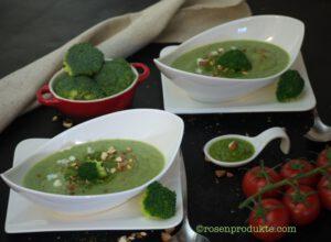 2 Schüsselchen mit Brokkoli Creme Suppe