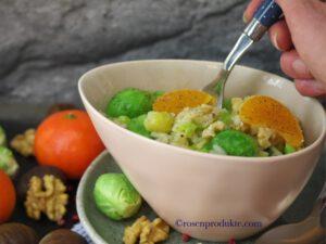Rosenkohl risotto in ovaler Schüssel