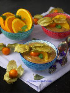 Schüsseln mit Avocado Schoko Creme Bestes Schoko Dessert