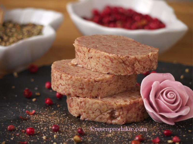 Rosen-Senf-Butter in Scheiben